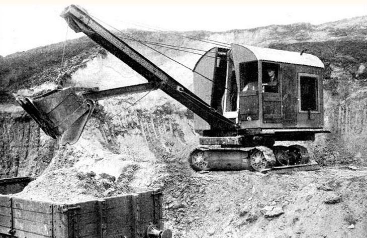 Один из первых дизельных экскаваторов