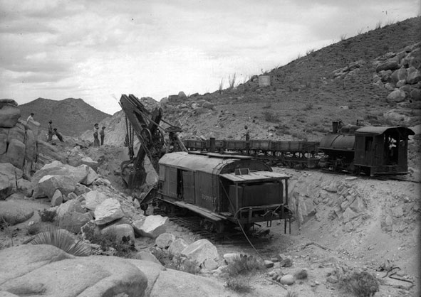 Паровой экскаватор 1919 года на карьере близ Сан-Диего (штат Калифорния, США)